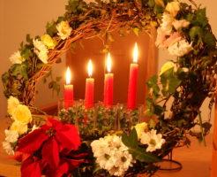 長久手キリスト教会のオンラインに燭火礼拝を装飾するキャンドル